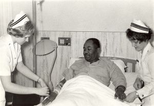 800px-Navy_nurses_attending_to_a_patient_--_1960s